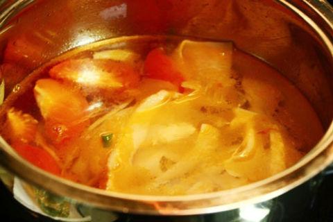 Chua ngọt hấp dẫn canh thịt bò nấu khế xanh 3