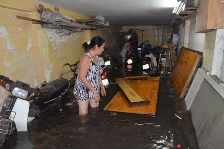 TPHCM bị ngập khủng khiếp sau trận mưa và triều cường 10