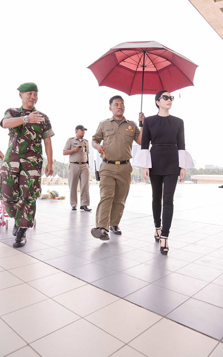 Lý Nhã Kỳ được quân đội Indonesia tháp tùng 2