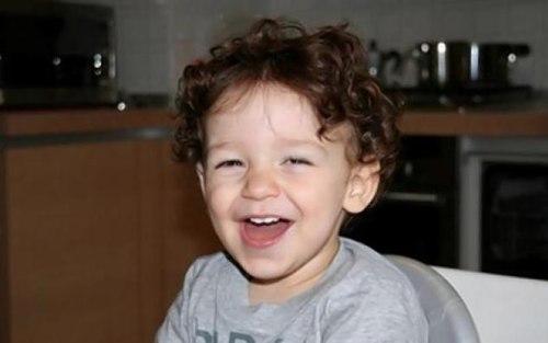 Bé trai 2 tuổi chết vì bố bỏ quên trong ôtô 1