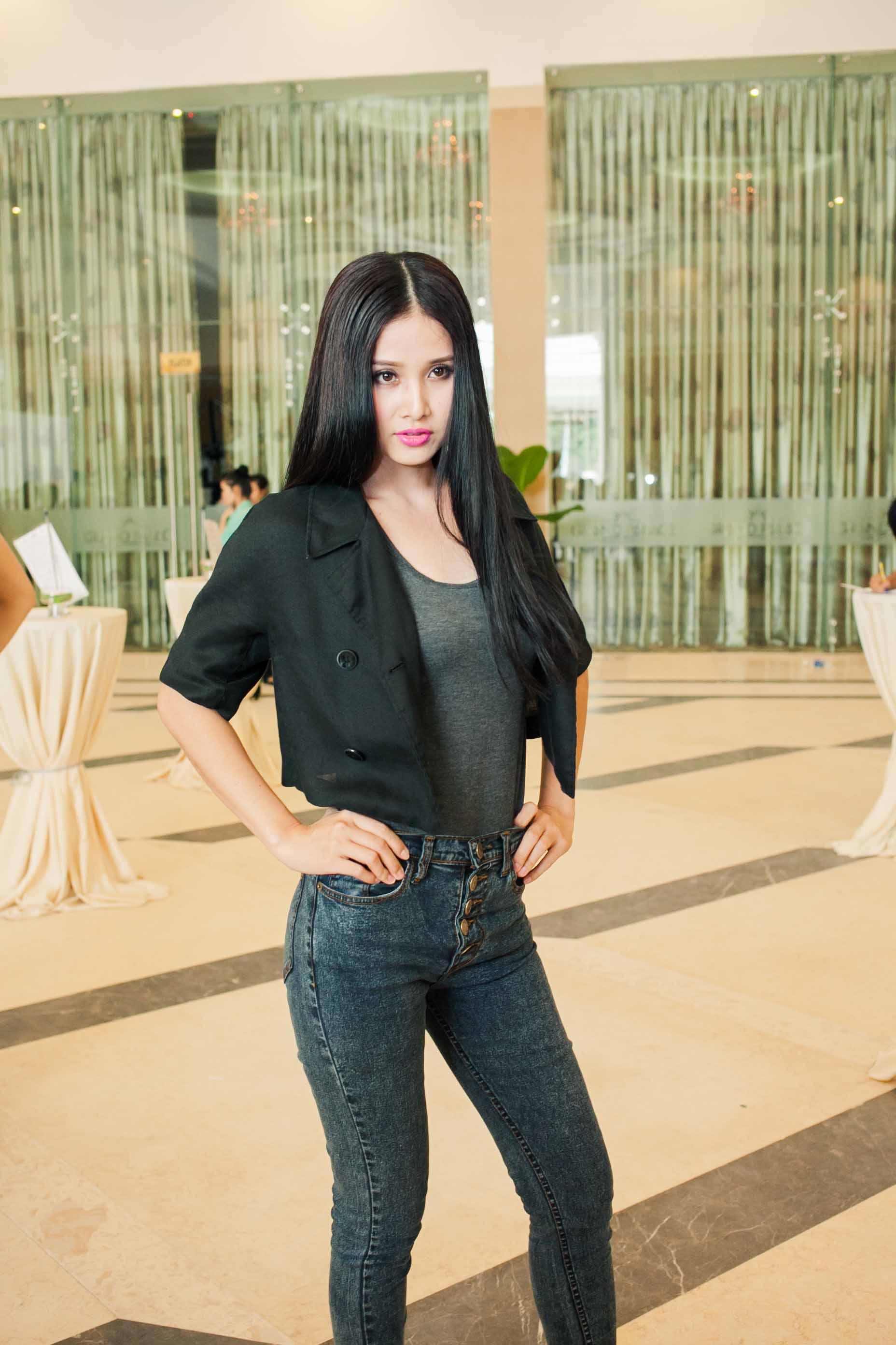 Vợ tiền đạo Phan Thanh Bình bị chê trang điểm đậm ở Top Model 2