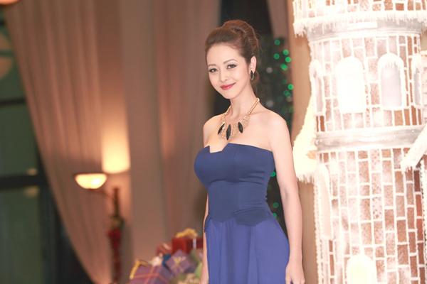 Jennifer Phạm sexy ngày trở lại 4