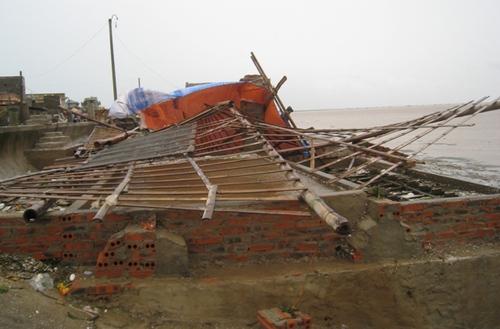 Cận cảnh sự tàn phá sau bão số 6 1