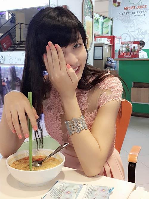 Lộ ảnh thân mật của hoa hậu Triệu Thị Hà và cháu trai quý bà Kim Hồng 7