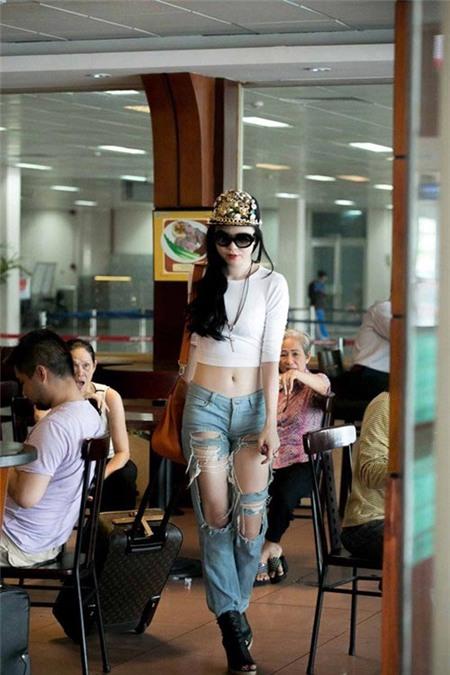 """Đằng sau sự """"nổi loạn"""" của các hot girl Việt 7"""