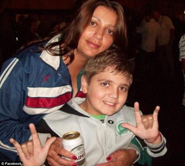 Rúng động cậu bé 13 tuổi bắn chết 4 người trong gia đình rồi tự sát 3