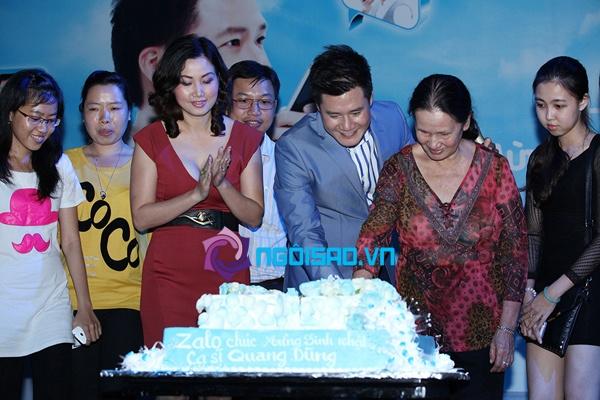 Mẹ Quang Dũng lần đầu xuất hiện trong tiệc sinh nhật sớm của anh 11