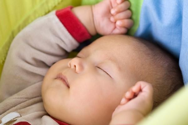 Những sai lầm kinh điển khi chăm sóc giấc ngủ cho bé 2