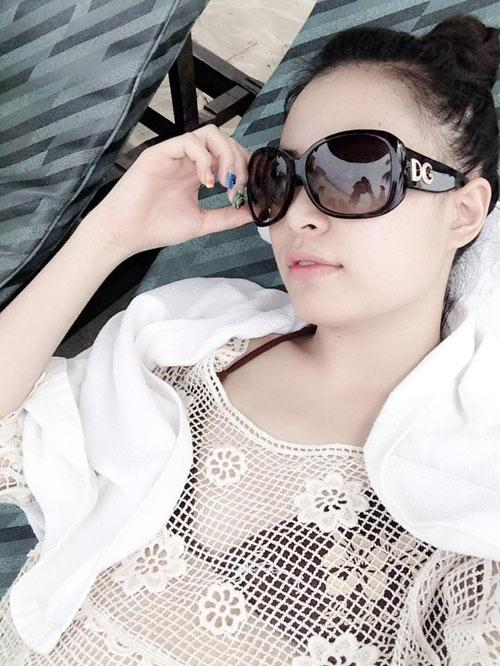 Hoàng Thùy Linh mặc bikini khoe vòng 1 phẳng lỳ  2