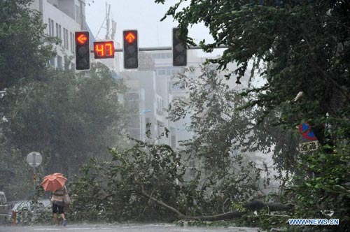 Cận cảnh sức tàn phá của bão Kalmaegi ở miền nam Trung Quốc 4