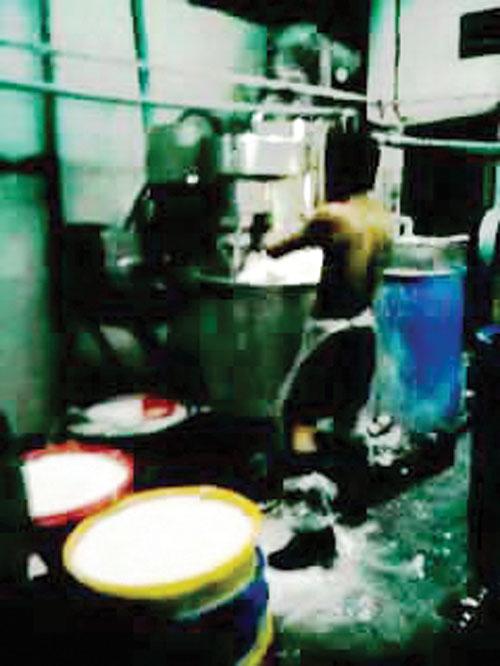 Rùng rợn công nghệ tái chế bún bằng hóa chất 3