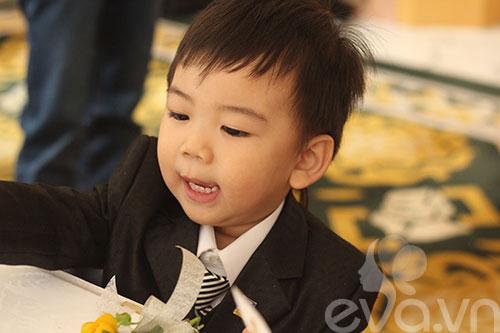 Ngắm hoàng tử bé trong đám cưới Á hậu Thùy Trang 7