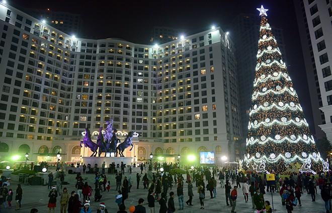 Cây thông Noel cao nhất Việt Nam ở Hà Nội 8