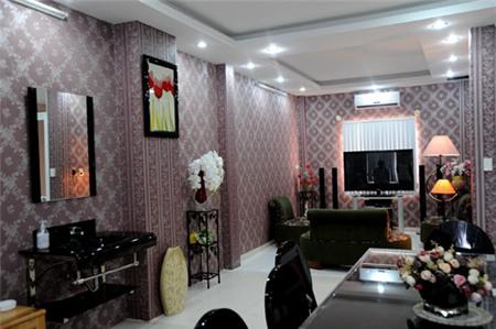 Nhà hẻm lòe loẹt đủ màu của Nguyễn Phi Hùng 4