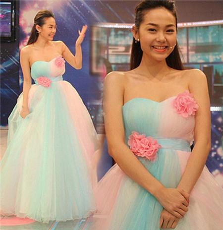 Ngắm phong cách thời trang ngọt ngào của Minh Hằng 7
