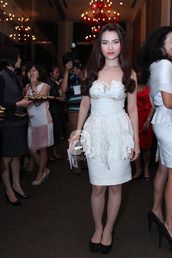 Mỹ nhân Việt lộng lẫy váy trắng trên thảm đỏ 6