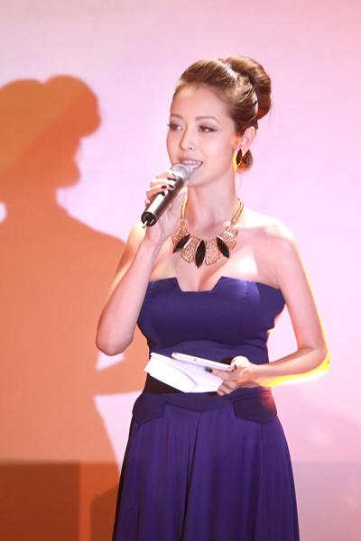 Jennifer Phạm sexy ngày trở lại 6