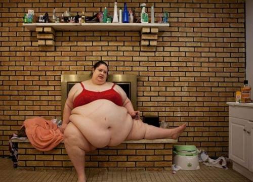 Cuộc sống thường ngày của bà mẹ 453kg 9