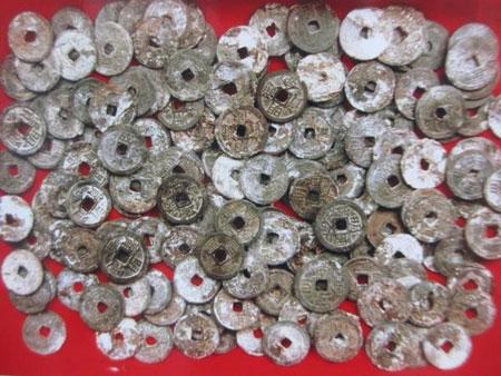 Đào được gần 4kg tiền cổ dưới móng nhà 1