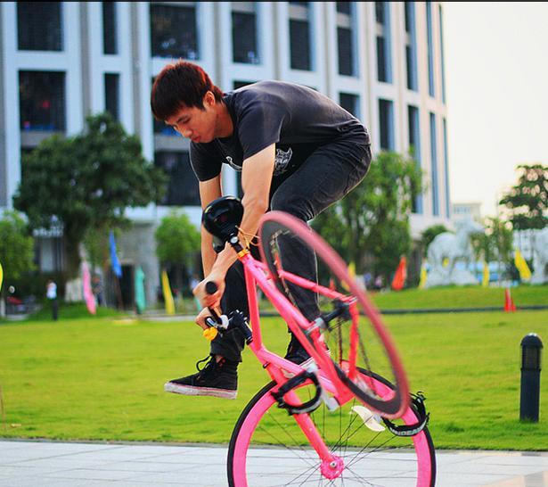 Xe đạp không phanh 'hút' khách 1