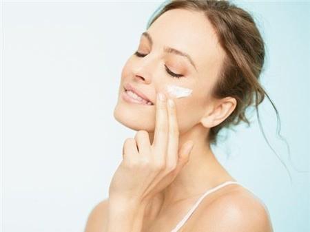Những thói quen thường ngày dễ khiến da nổi mụn 4
