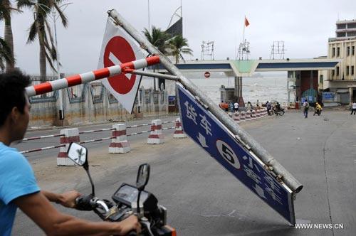 Cận cảnh sức tàn phá của bão Kalmaegi ở miền nam Trung Quốc 8