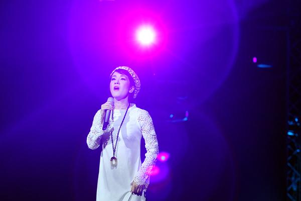 Hồng Nhung mặc váy đụp, hát như nhập đồng 5