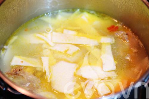 Canh cá nấu măng chua cho cả nhà 9