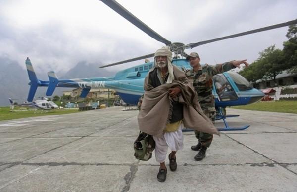 Thi thể nạn nhân chất chồng vì mưa lũ Ấn Độ 6