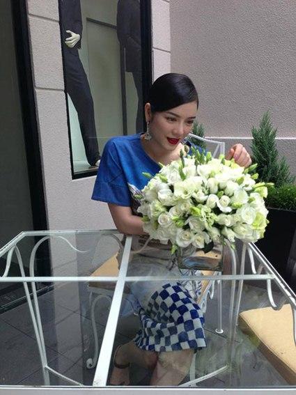 Sao Việt đua nhau diện váy ô bàn cờ 5