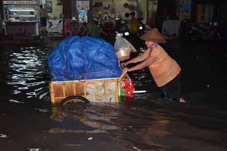 TPHCM bị ngập khủng khiếp sau trận mưa và triều cường 11