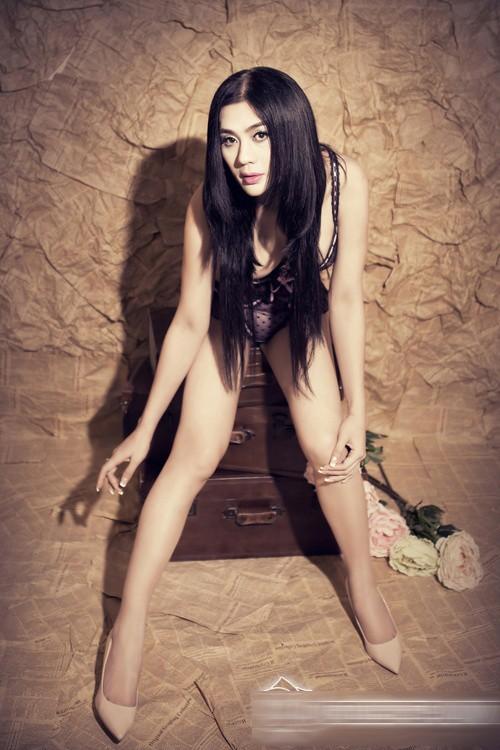 Lâm Chi Khanh phô diễn cơ thể táo bạo với nội y mỏng 3