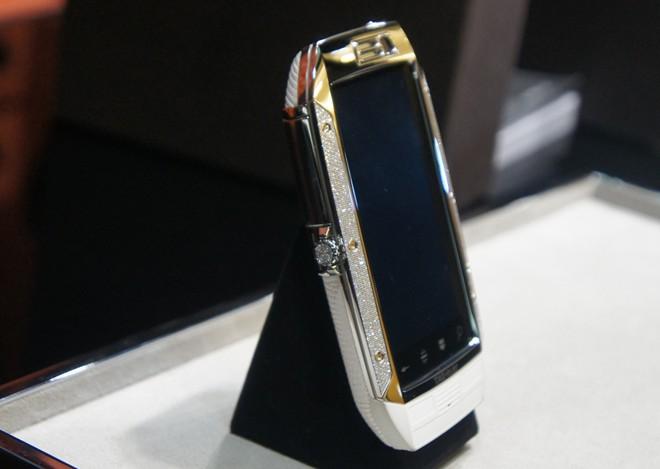 Điện thoại độc nhất Việt Nam giá hơn 600 triệu đồng 12