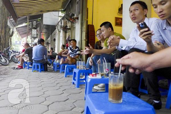 Những khu cafe vỉa hè nổi tiếng nhất Hà Nội 4