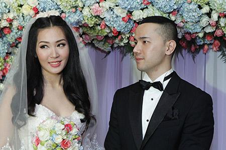 Cô dâu Thuỳ Trang lấp ló ngực đầy 8