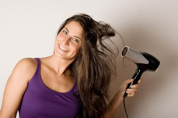 7 thói quen xấu khiến tóc khô rụng, chẻ ngọn 2