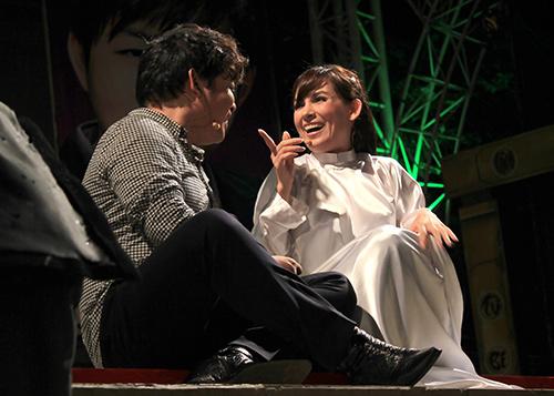 Quang Lê tặng fan nữ một nụ hôn ngọt ngào trên sân khấu 9