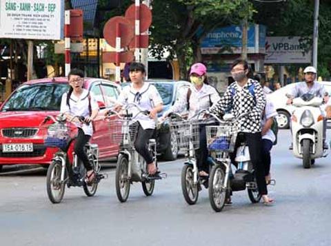 Những pha 'làm xiếc' khó tin của xe đạp điện 3