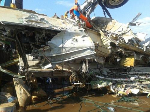 Lào đã trục vớt được thân máy bay từ sông Mekong 5