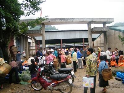Độc đáo khu chợ Việt lưu hành cùng lúc 3 loại tiền 3