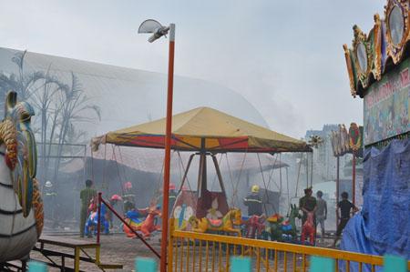 Cháy lớn ở khu vui chơi thiếu nhi Mỹ Đình 5
