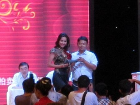Sao Việt chứng tỏ sức ảnh hưởng bằng đấu giá từ thiện 8