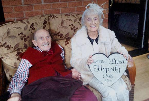 Gần 100 tuổi vẫn kết hôn vì trúng tiếng sét ái tình 1
