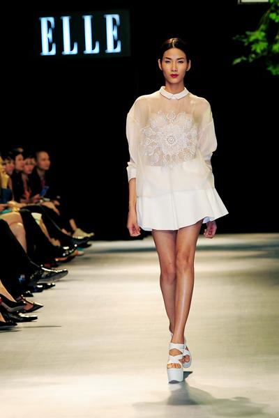 Người mẫu Minh Tú diện váy cưới lộ phần nhạy cảm 9
