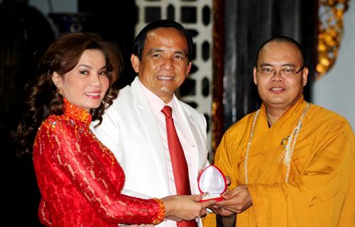 Sao Việt làm đám cưới nơi cửa Phật 3