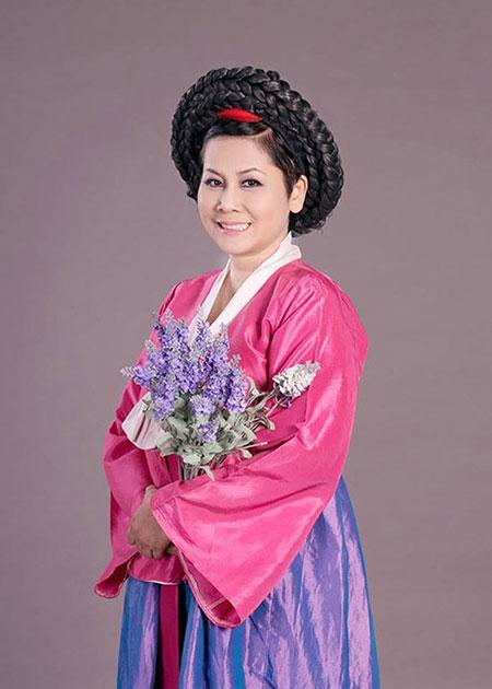 """Minh Hằng làm """"mama Chue"""" trong Táo quân 2014 4"""