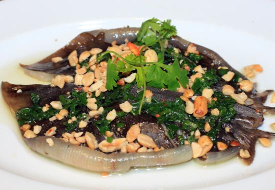 Đậm đà cá lồi xối mỡ cuốn bánh tráng 1