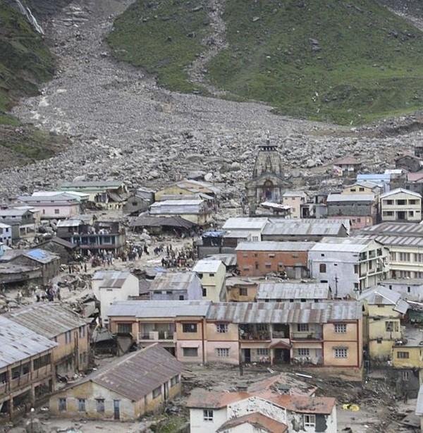 Thi thể nạn nhân chất chồng vì mưa lũ Ấn Độ 3