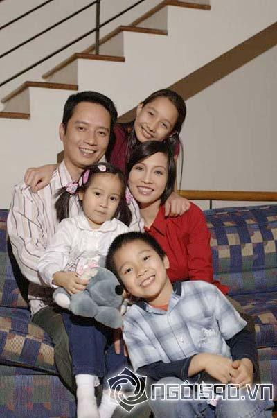 """Những cuộc """"xâm lăng"""" kín mặt báo của 3 đại gia đình sao Việt 13"""