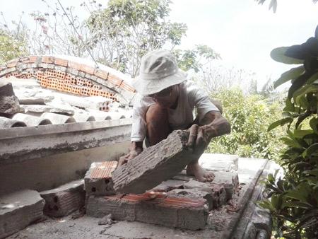 Ông cụ 81 tuổi làm mộ trên mái nhà để chôn hài cốt cha ruột 2